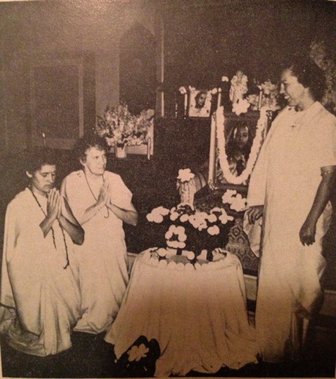 Sri Daya Mataji giving sanyas diksha to Uma Mataji and Revati ji August 21, 1955_Fotor
