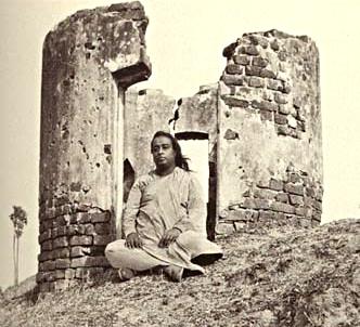 meditating-in-ruins_fotor
