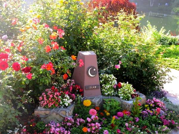 islam-monument2_fotor