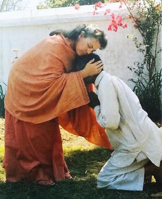 Daya Ma LOVE Indian devotee 70