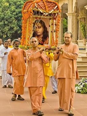Sws Smaranananda (left), ShraddhanandaLeading -Crop_Fotor