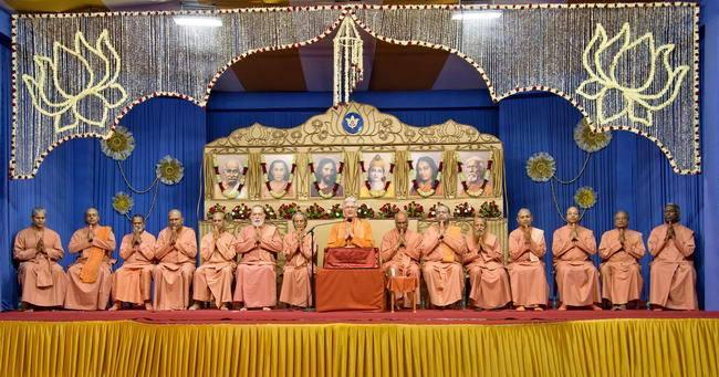 Chidananda India altar monastics